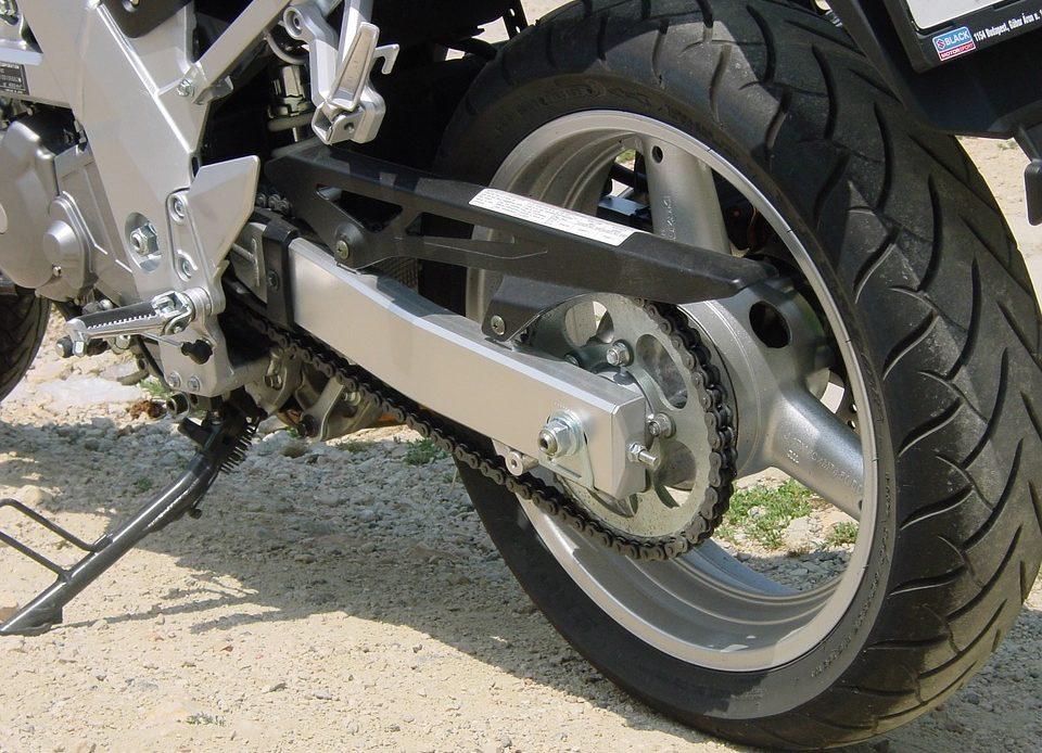 Jak dbać o łańcuch w motocyklu?